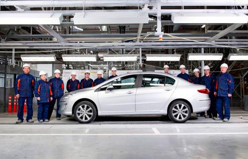 Первый Peugeot сошёл с конвейера Калужского завода.