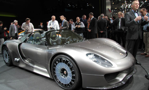 Porsche не отстает от конкурентов