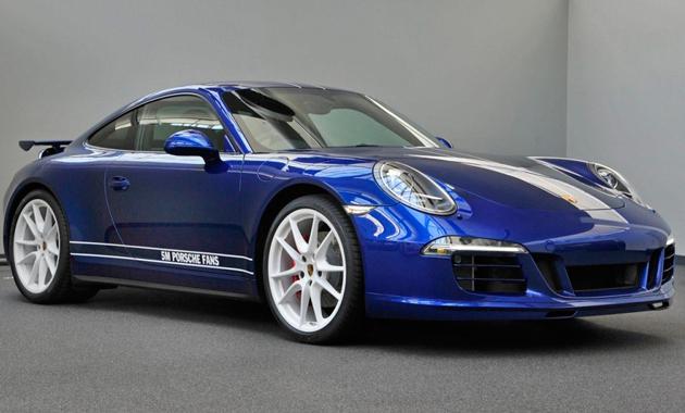 Легендарный Porsche 911 в цветах Facebook